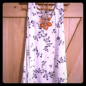 Free People white and navy floral pocketed tunic